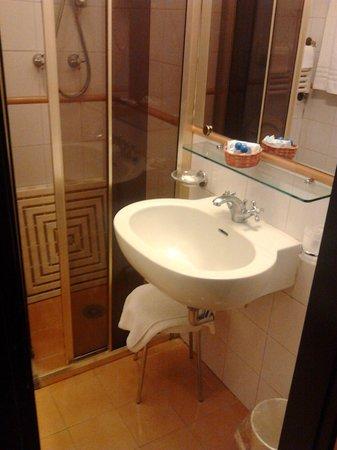 Mentana Hotel : lavabo