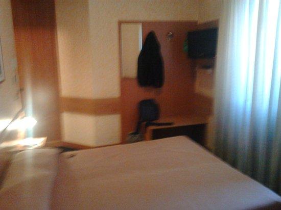 Mentana Hotel : letto