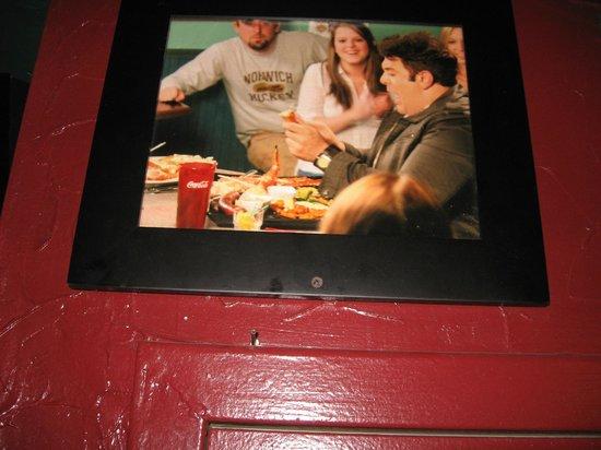 Humpy's Great Alaskan Alehouse: Man vs Food star had taken a challenge here at Humpys
