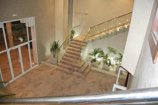 El Asfour : Escalier du restaurant