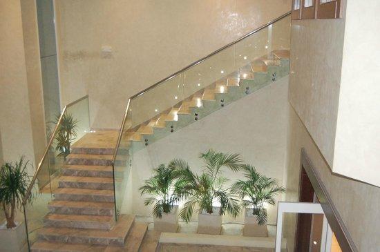 El Asfour : Escalier restaurant