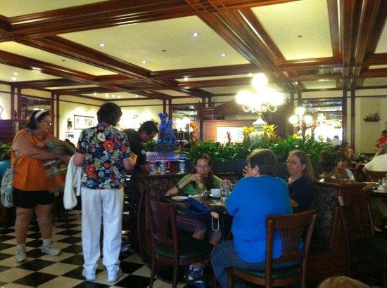 Tony's Town Square Restaurant: Inside the restaurant
