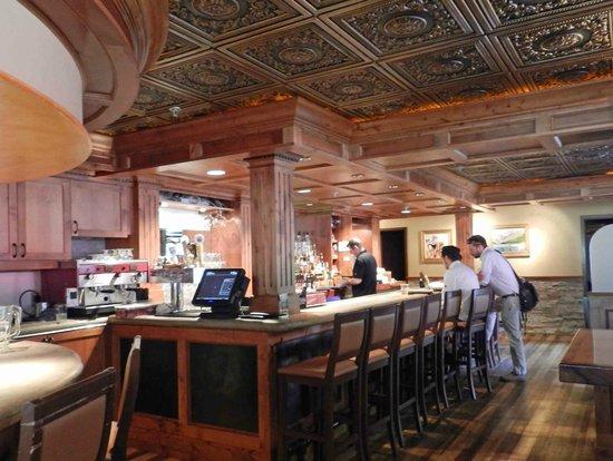 Tavern on the Gore: Bar