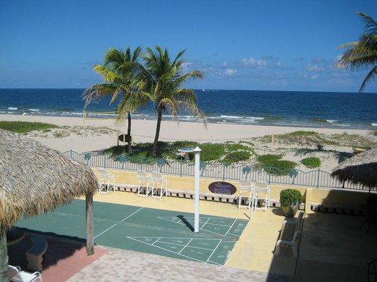 Ebb Tide Oceanfront Resort in Pompano Beach, Florida: Beach from Room
