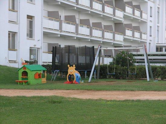 Asterias Beach Hotel: Детская площадка