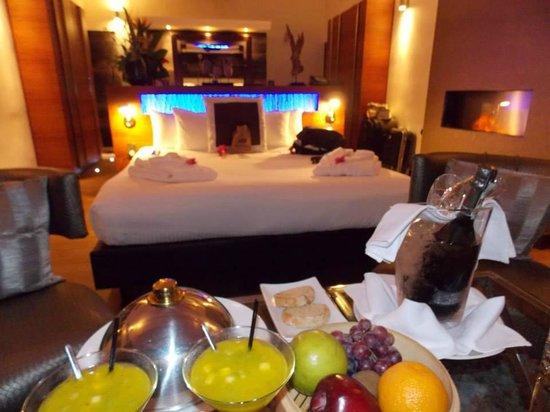 Baoase Luxury Resort: Quarto com coquetel de boas vindas