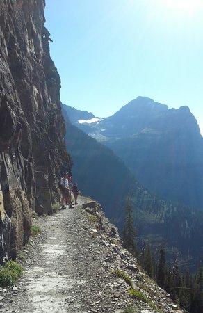 Glacier Wilderness Resort: Hiking Highline Trail