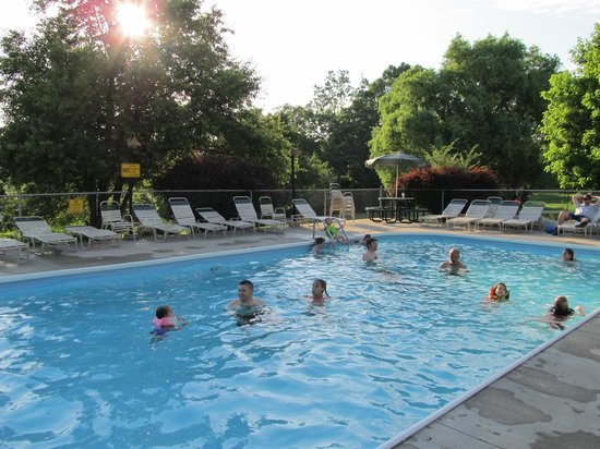 Renfro Valley KOA: Swimming Pool