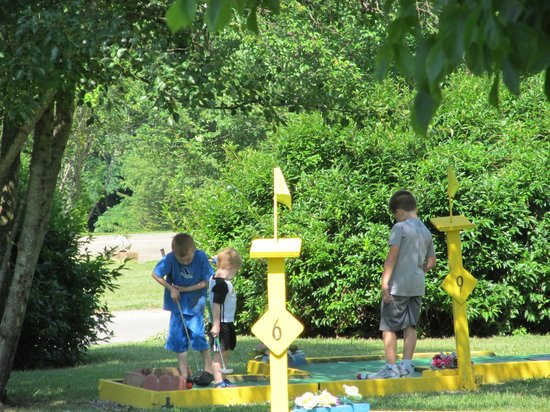 Renfro Valley KOA: Miniature Golf