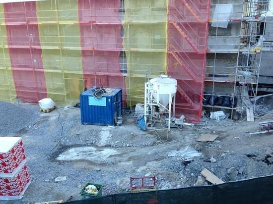 Scandic Taby: byggarbetsplats utanför