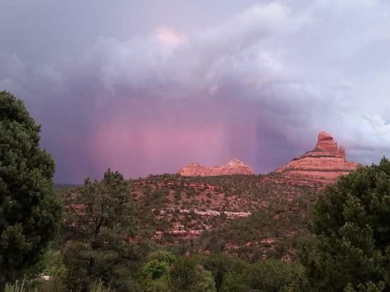 Sedona Views Bed and Breakfast : Lightning Storm from Sedona Views B&B