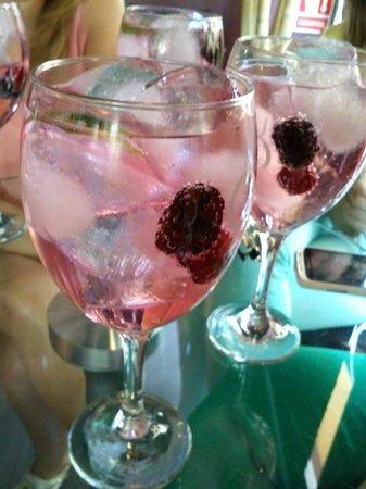 Aura Cafe: Gin