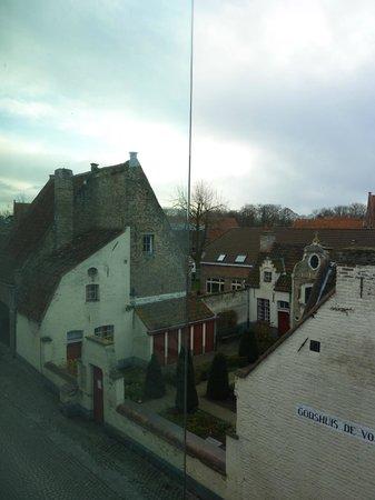 Academie Hotel: Vista do quarto, uma volta ao século 19!
