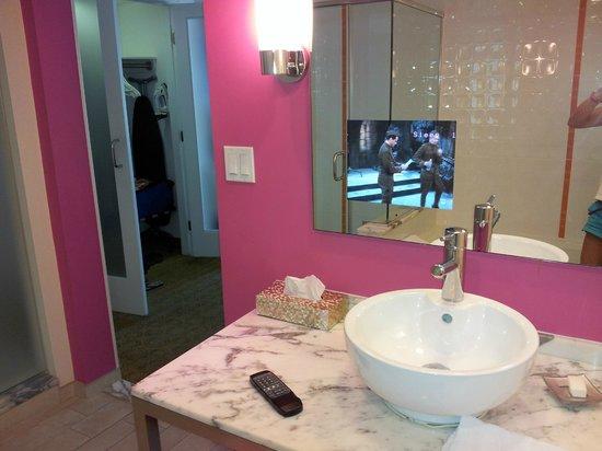 Flamingo Las Vegas Hotel U0026 Casino: Flamingo Bathroom With TV