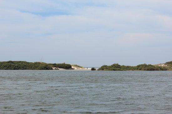 Meio Lake: O lago tem água salobra