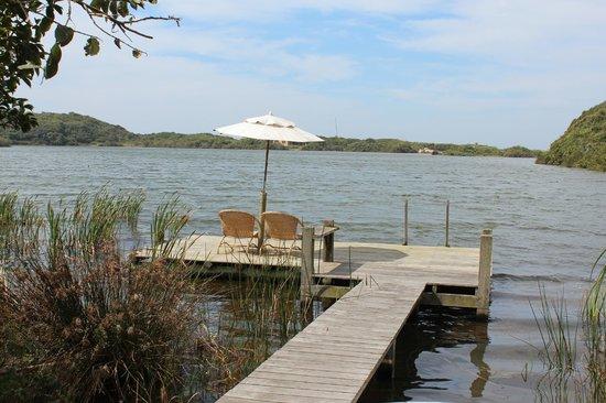 Meio Lake: Pier na beira do lago