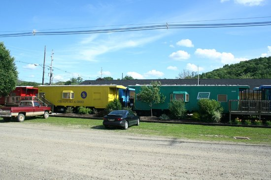 Caboose Motel Inc: Cabooses without roof observation windows