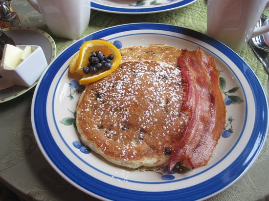 West End Inn: Blueberry Pancakes