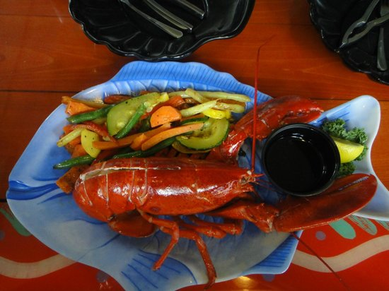 Sanibel Fish House: Lobster with veggies!