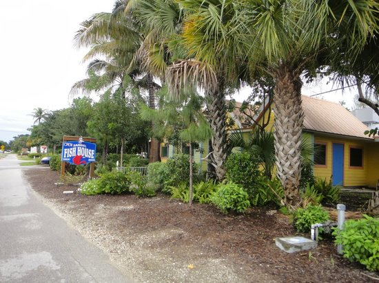 Sanibel Fish House: The restaurant
