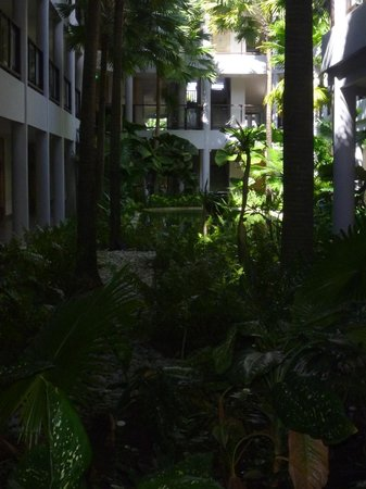 Holiday Inn Resort Baruna Bali: Atrium gardens right outside our room