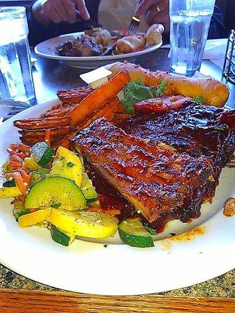 Pier Plaza Restaurant & Pickled Herring Lounge: BBQ Rib dinner