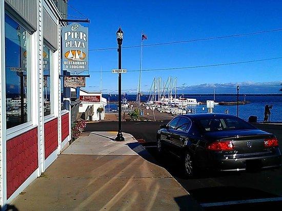 Pier Plaza Restaurant & Pickled Herring Lounge: Pier Plaza