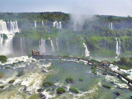 Iguacu National Park: Passarela e Cataratas