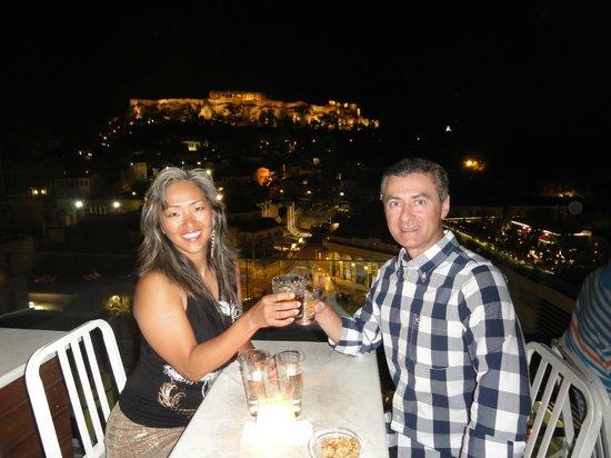 A for Athens: Lounge à noite com um visual incrível