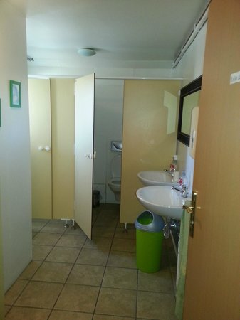 Fit Hostel: Rene og hele toaletter og dusj