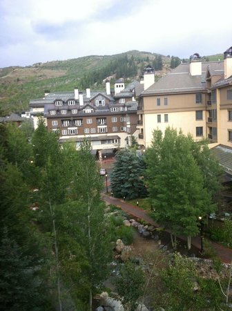 Beaver Creek Lodge: View of nearby lodging