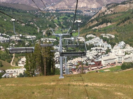 Beaver Creek Lodge: View from mountain overlooking Beaver Creek