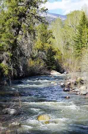 Bitterroot Ranch: a river does run through it!
