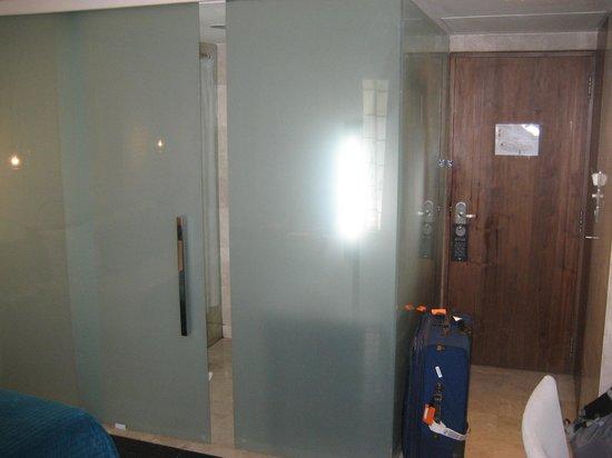 The Park New Delhi: Bathroom