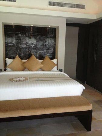 Nikki Beach Resort & Spa : big confy bed