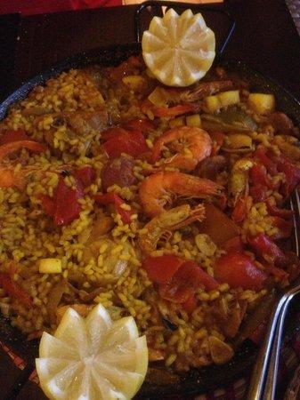 La Latina : Meat & Seafood Paella