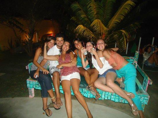 Buzios Beach Surf Hostel: Disfrutando de una lnida noche de verano en el jardin de Su Casa
