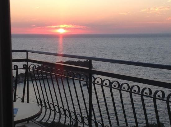Venti Hotel Luxury: the beautiful sunset from our balcony room 309
