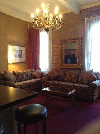 Quarter House Resort: Living room in one bedroom