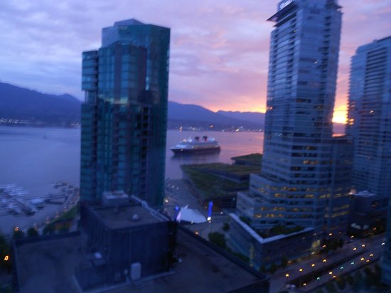 Vancouver Marriott Pinnacle Downtown Hotel: View from our room