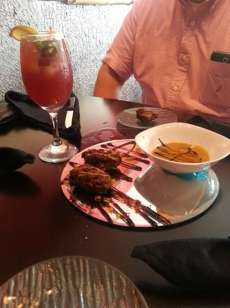 Fufu Afropuertorican International Cuisine: appetizers and sangria