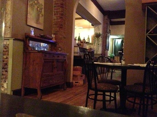 Lago Trattoria : view towards front section