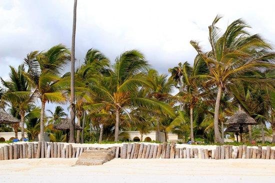 Baraza Resort & Spa: beach