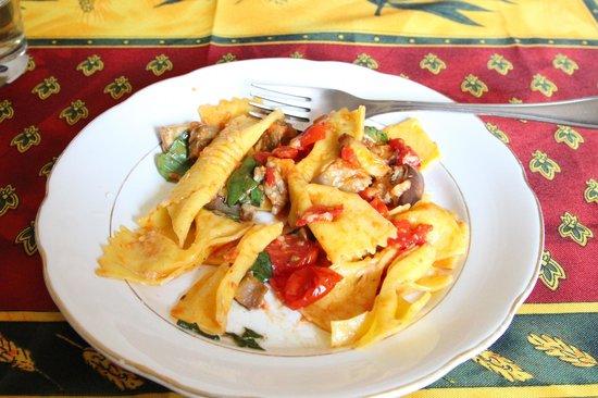 Taste of Italy: Bowtie pasta with tomato sauce
