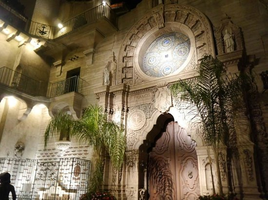 The Mission Inn Hotel and Spa: Gorgeous courtyard