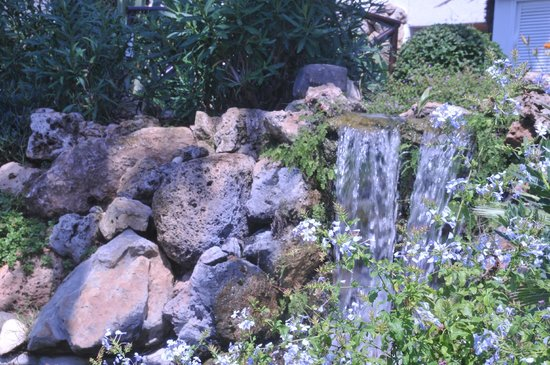 Macdonald Leila Playa Club: another waterfall in the center garden