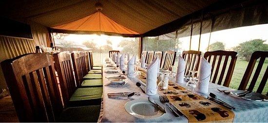 Mbugani Camps Tent Camp : Al fresco dining at Mbugani Camps