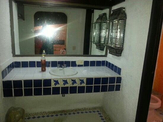 Hotel Xbalamqué Resort & Spa: vanity sink