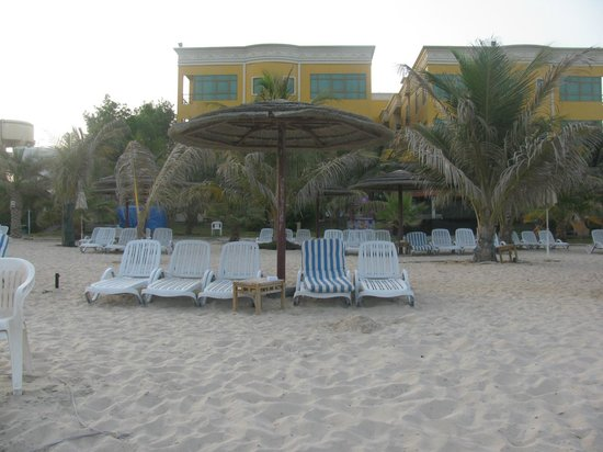 Royal Beach Resort & Spa: Beach area of Hotel ind early morning