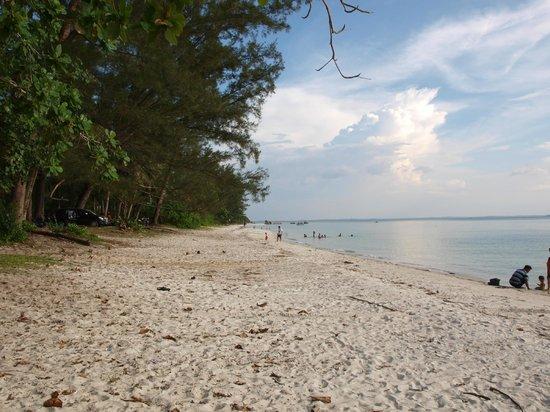 Romodong Beach: sand